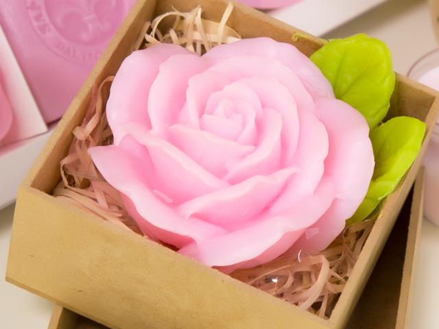 Sabonete artesanal de rosa